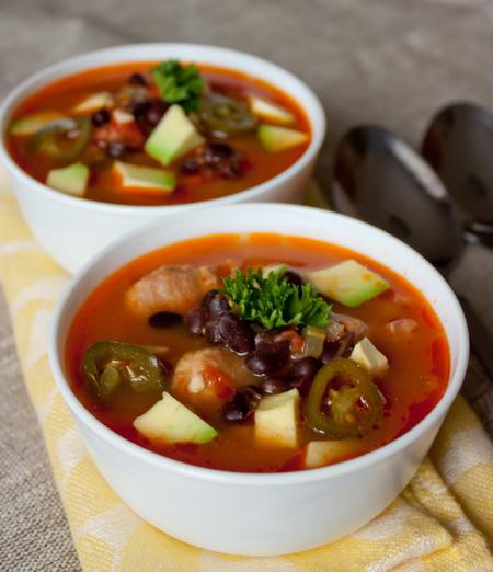 Острый суп с фасолью и помидорами