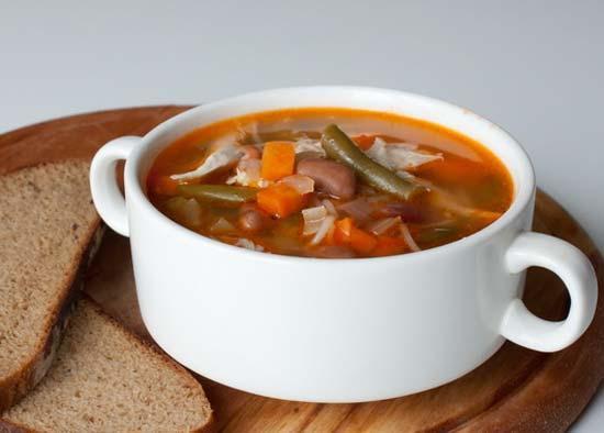 Суп с курицей и фасолью, густой и ароматный