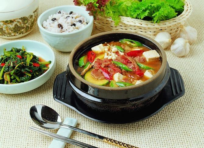 Суп с мясом и сыром