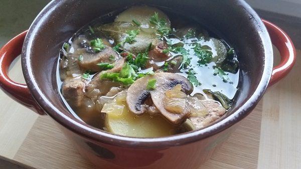 мясо с картошкой и грибами в горшочке