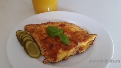 омлет с колбасой