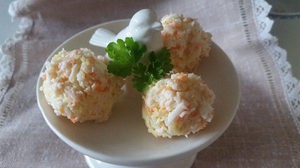 салат из крабовых палочек с сыром рафаэлло