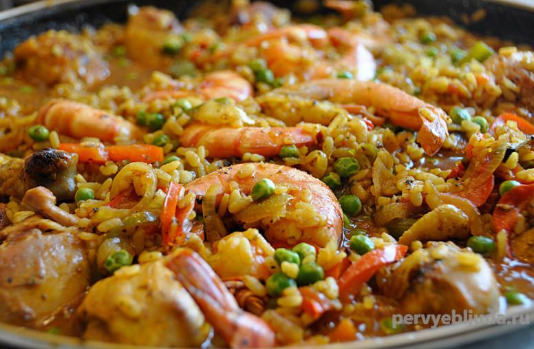 Паэлья с курицей и морепродуктами, путешествие в Испанию