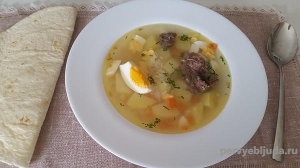 Суп рисовый с мясом и вареным яйцом