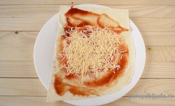 лаваш и сыр с кетчупом