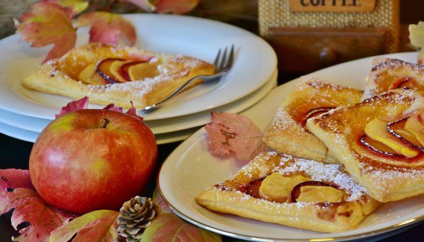 новогодние слойки с яблоком