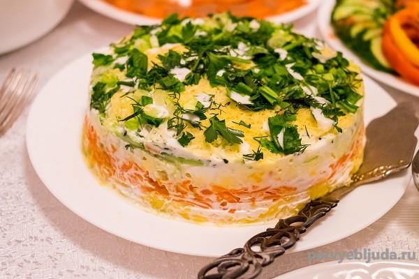 Салат овощной слоями с майонезом