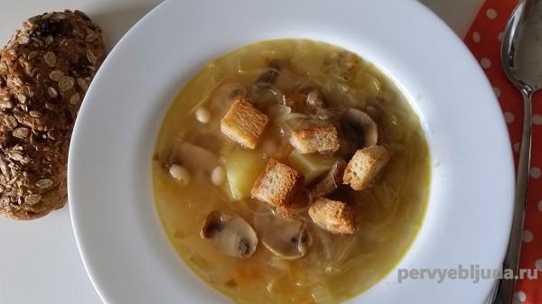 щи с грибами и фасолью