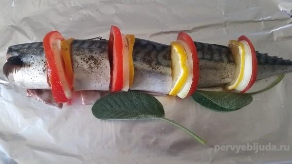 кусочки скумбрии с овощами