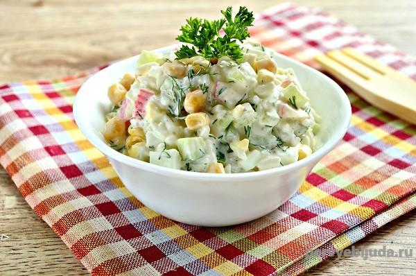 Салат с крабовыми палочками рисом и огурцом, рецепт с фото