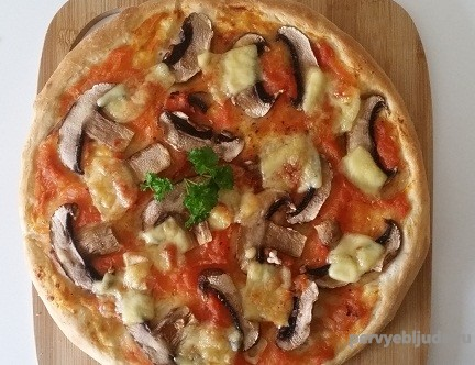 Пицца с грибами— фунги