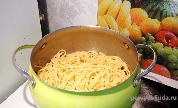 отварные спагетти для рулета