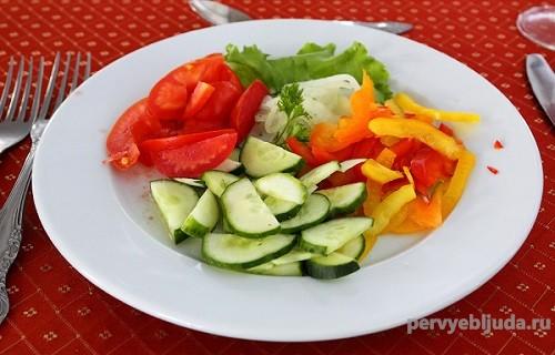 простой и вкусный салат из помидор
