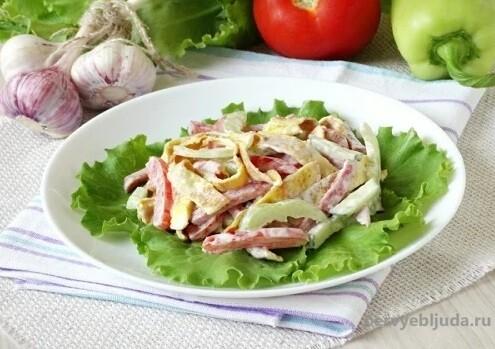 салат с омлетом и овощами
