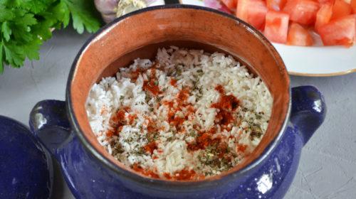 горшочик с мясом рисом и помидором