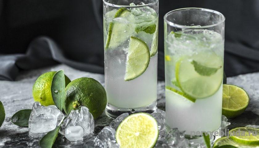 домашний лимонад с лаймой и мятой