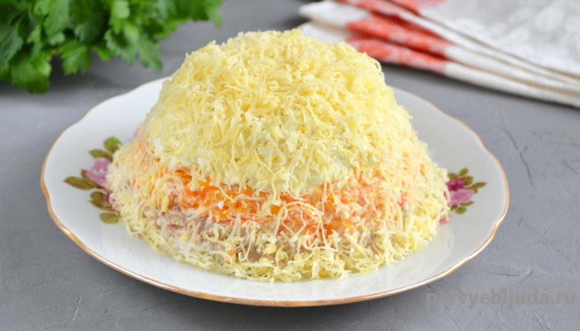 украшаем слоеный салат