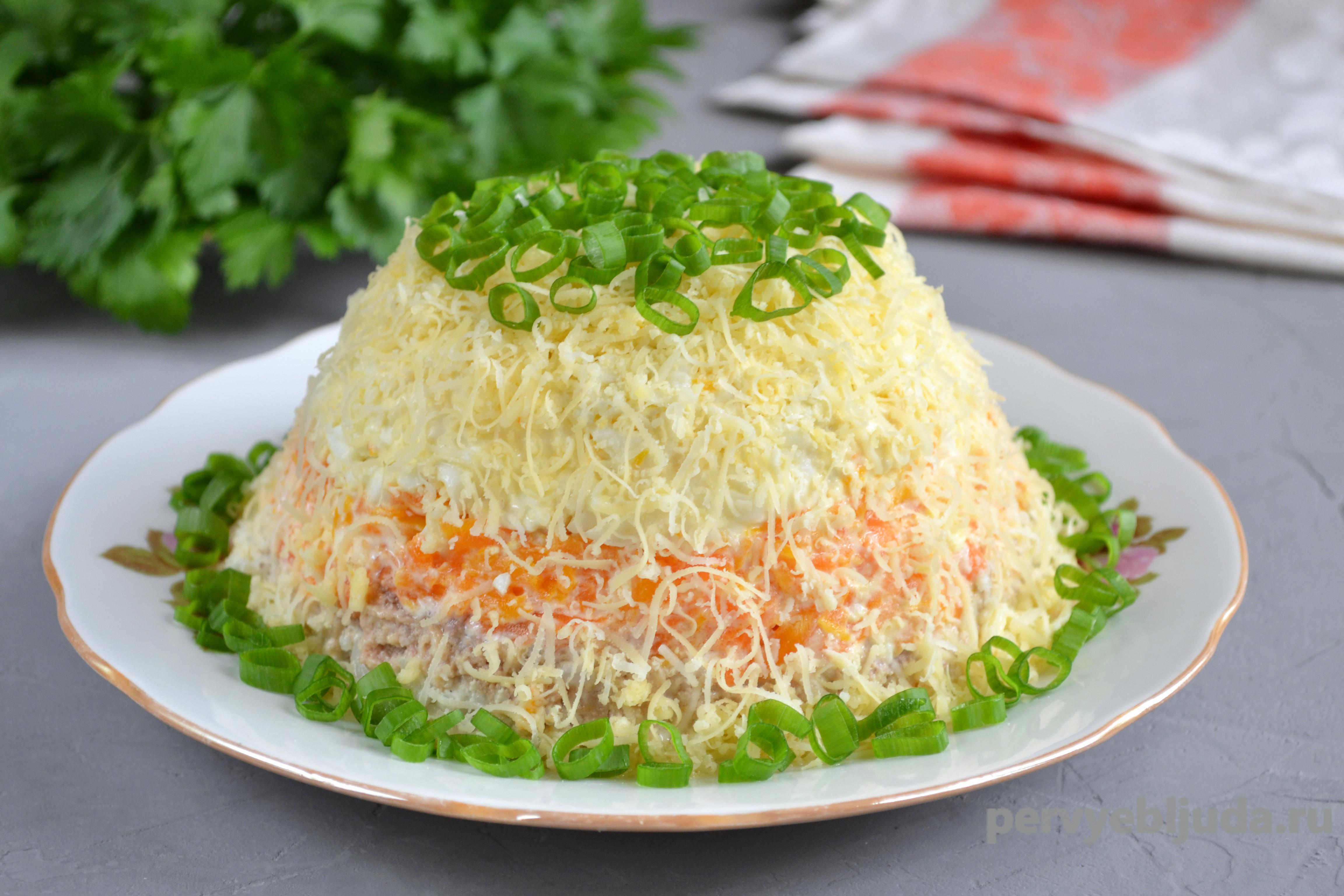 слоеный салат из трески с рисом