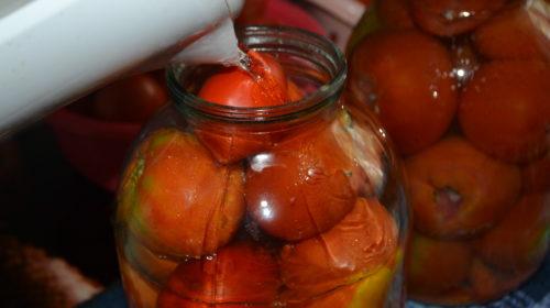 маринуем помидоры с чесноком внутри