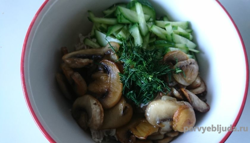 салат из курицы грибов и огурца