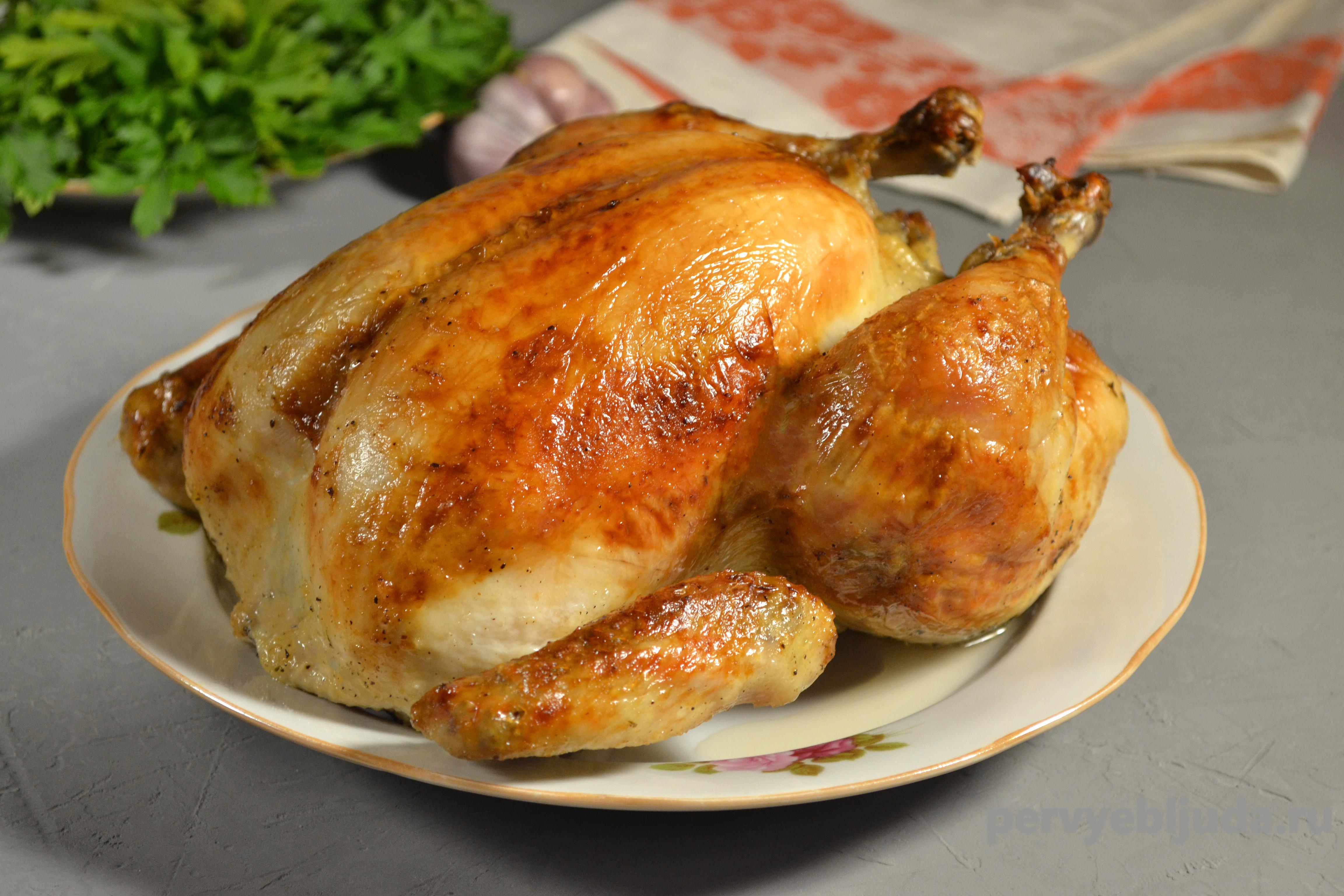 Как зажарить курицу в духовке с хрустящей корочкой целиком