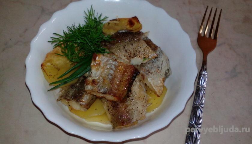минтай запеченный в духовке с картофелем