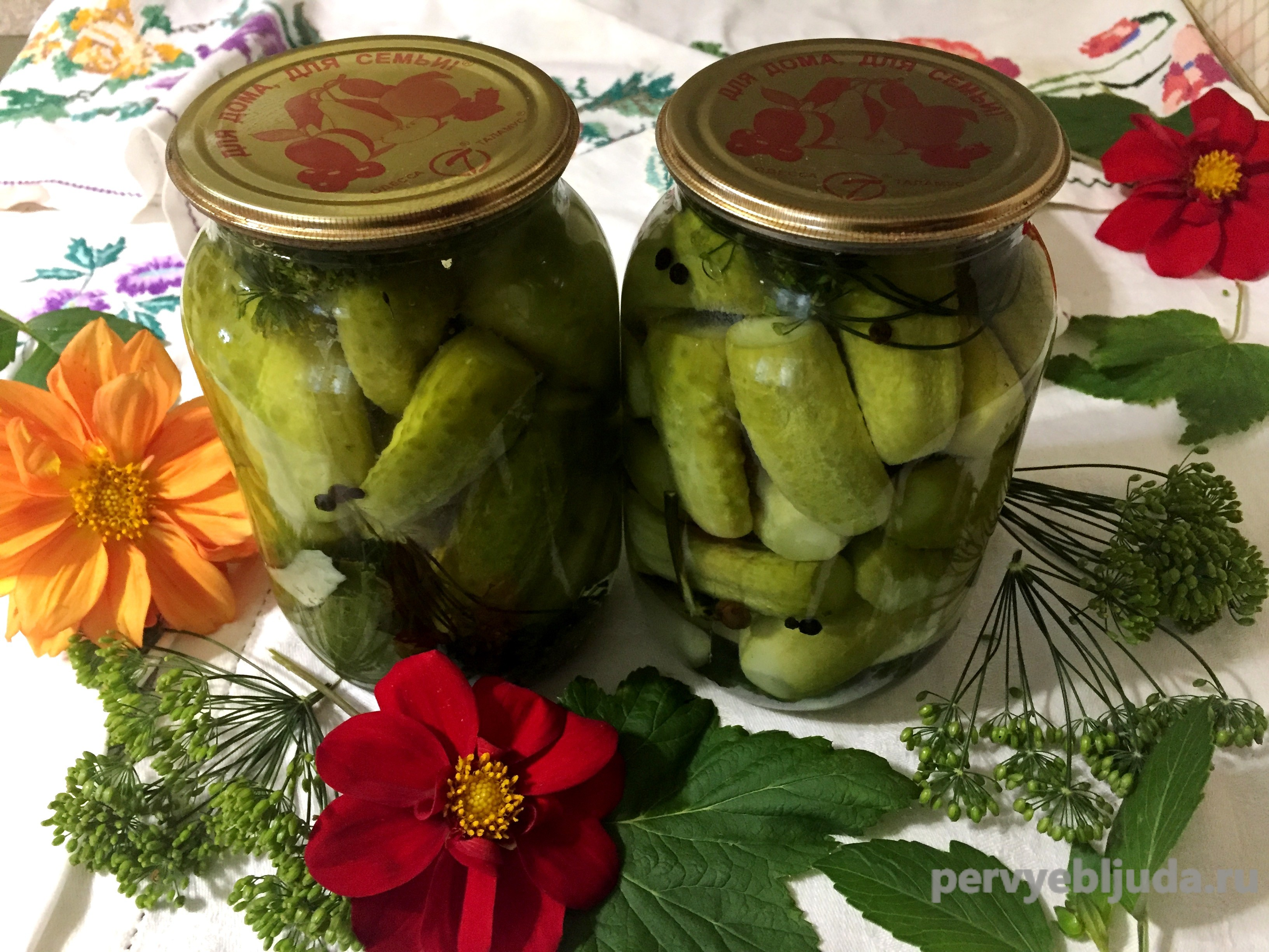 Маринованные огурцы с хреном и листьями смородины