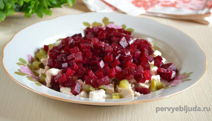 ингредиенты для салата в тарелке