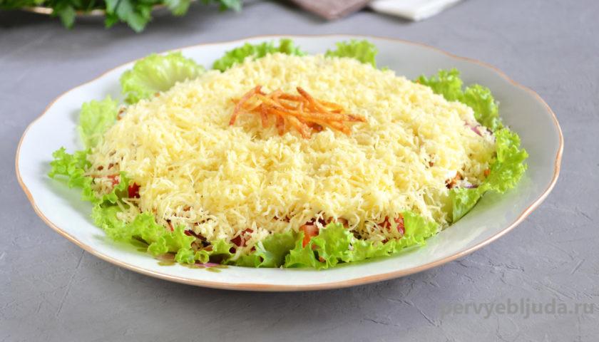 овощной салат с картофельной соломкой