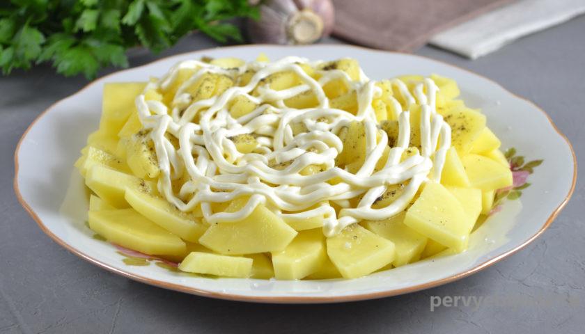 сырой картофель с майонезом