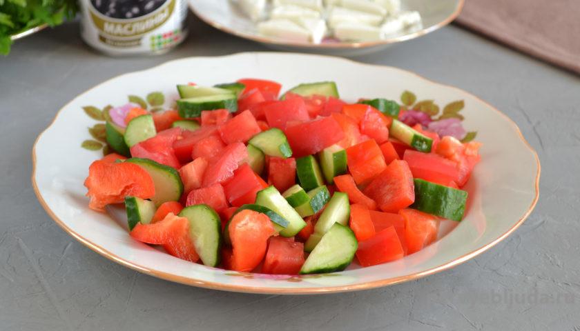 делаем греческий салат