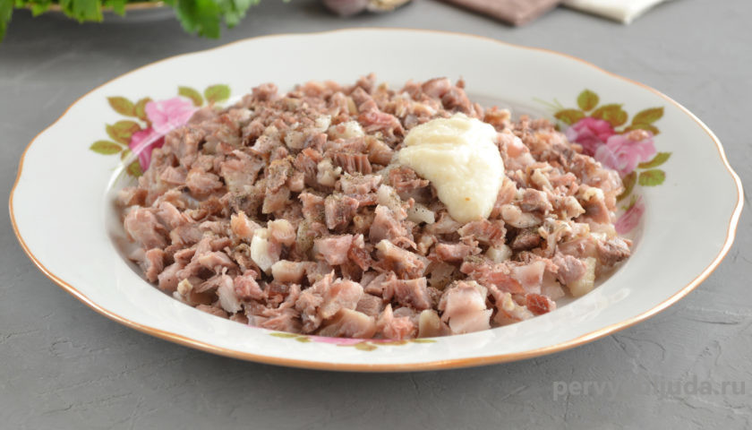 мясо со специями для холодца