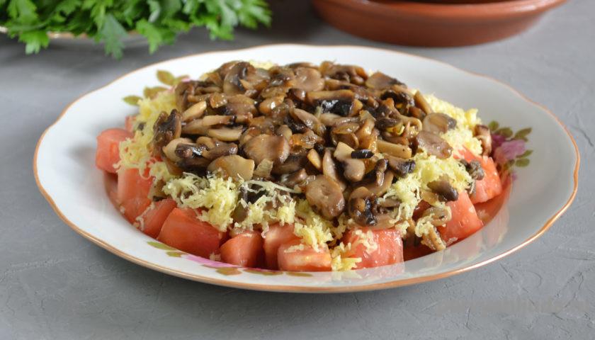 грибы с сыром и помидорами