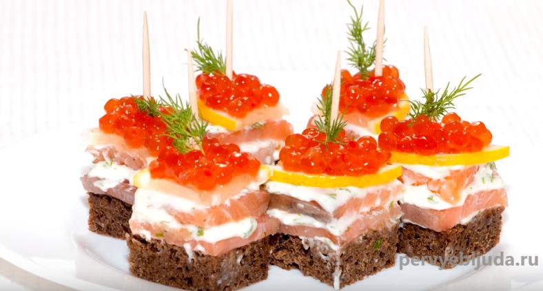 бутерброды с красной рыбой и красной икрой