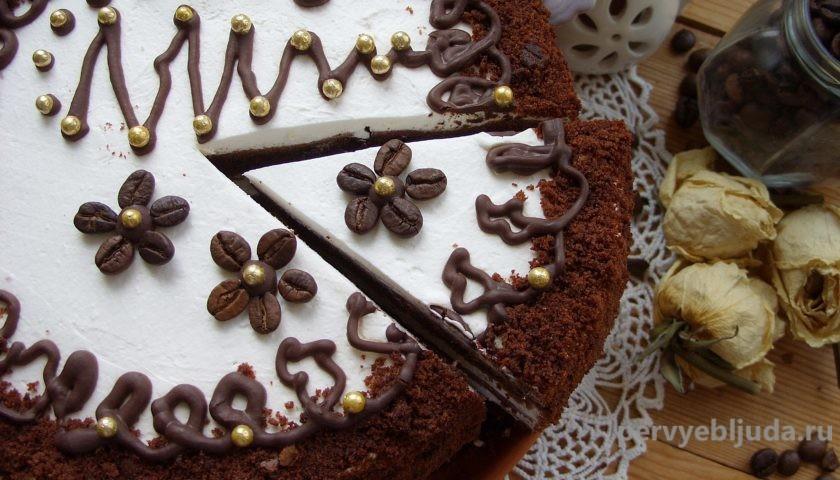 торт отрезаем кусочек