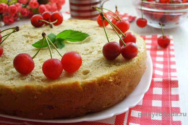 Пирог с черешней в мультиварке— «Летнее настроение»