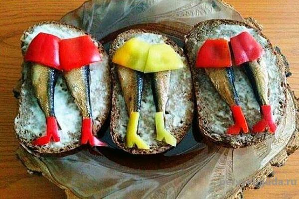 бутерброды со шпротами и сладким перцем