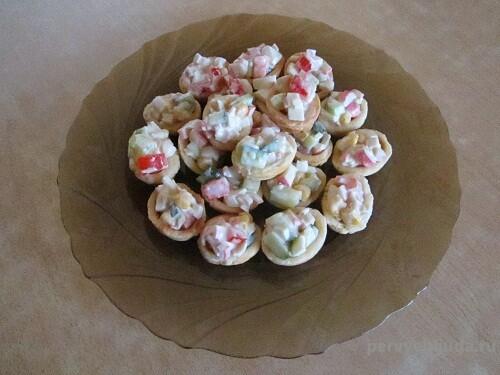 порционный салат в тарталетках