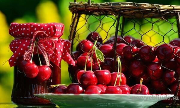 густое вишневое варенье
