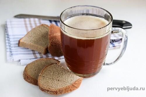 хлебный квас в кружке