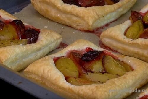 слойки с ягодами и фруктами
