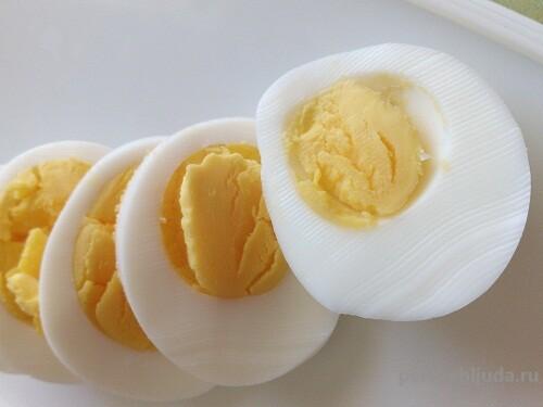 половинки вареных яиц