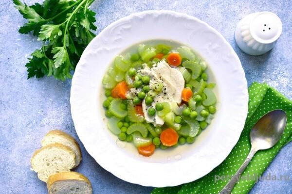 суп с горошком, курицей и сельдереем