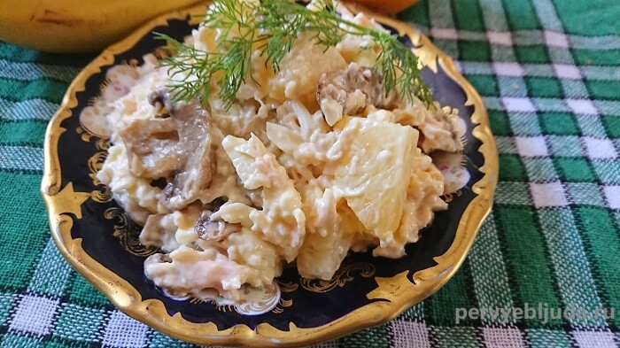 салат с ананасами сыром и грибами