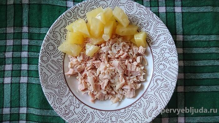 готовим салат с грибами и ананасами