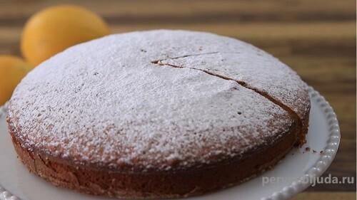 кекс посыпан сахарной пудрой