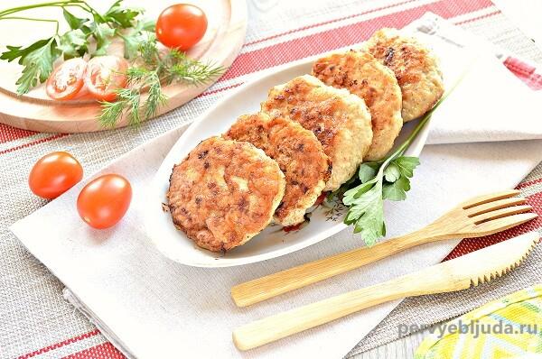 Котлеты из куриных грудок с салом— сочные и вкусные
