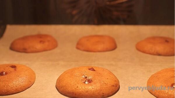 выпекаем шоколадное печенье с нутеллой
