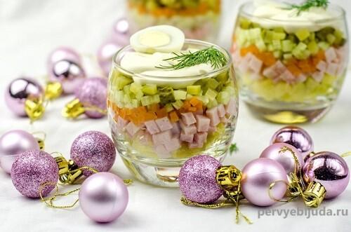 оливье в стаканчиках