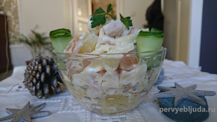 салат с копченой грудкой с ананасом